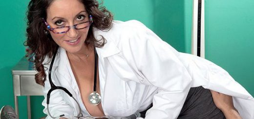 You're in good hands, mouth and tits with Dr. Persia Monir. As mature sluts go, Persia is one of he filthiest and dirtiest a MILF seeker could ever want to go a few rounds with. Persia is the kind of woman you'd see at the supermarket. She'd be dresse...