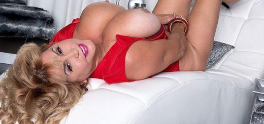 Valentina's Sexy & Stacked