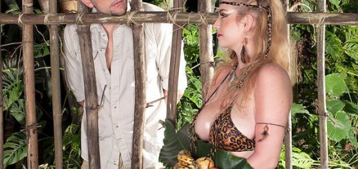 Caged Mamazon Sex